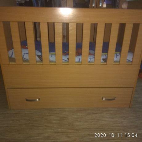 Продается Детская кроватка с ящиком для одежды