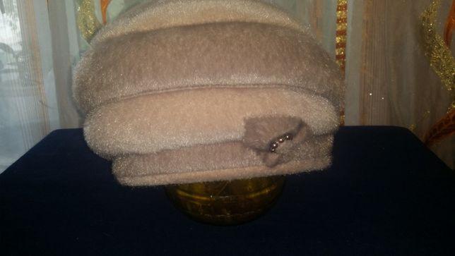 Отдам женскую шапку осень-зима