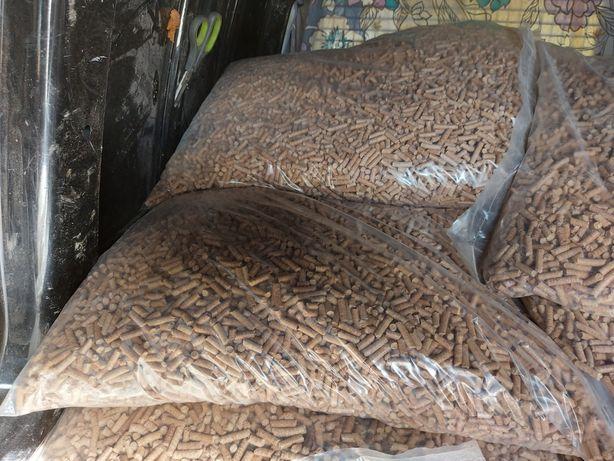 Peleti de fag ambalat  la saci de 15 kg