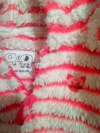 Hanorac blănită, 3 - 5 ani. Dunga roz e cu sclipici.