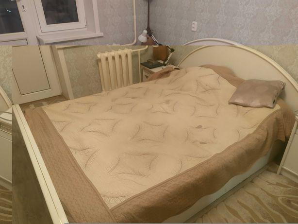 Продам двухспальная кровать с двойным дном.