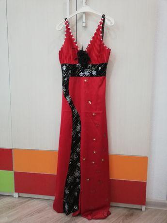Официална рокля носен само един път