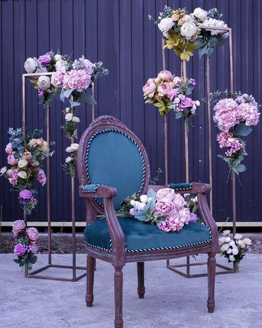 Реквизит, декорации в аренду: кубы, стулья, цветы, зеркала, колонны