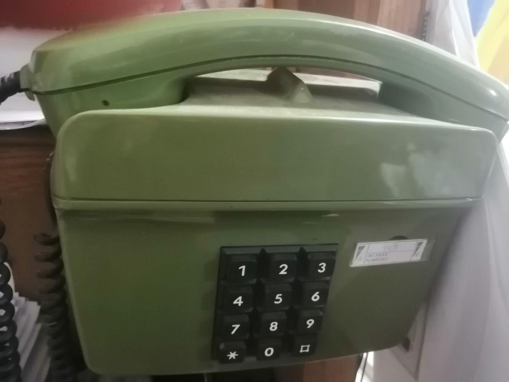 Vand telefon fix vintage, culoare verde-army, plastic, stare perfecta