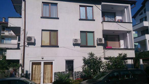 Апартаменти ,етаж от кооперация центъра Приморско бартер