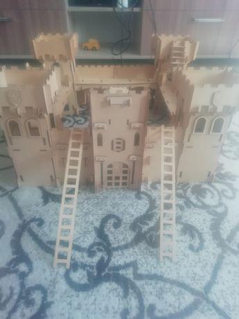 Продам замок деревянный