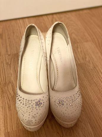 Продам Туфли-платформа женские в отличном состоянии