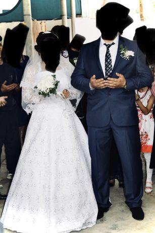 Продаю свадебное платье и костюм жениха большого размера платье 52 раз