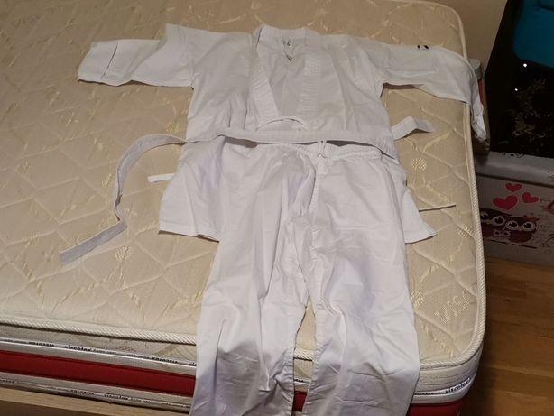 Costum karate  impecabil