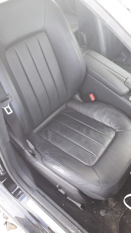 Interior din piele neagra Mercedes CLS an 2013.