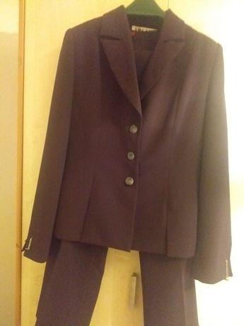 Женский костюм двойка размер 44.Классический стиль.Бордовый цвет.Новый