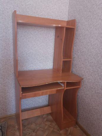 Писменный стол состояние средний.