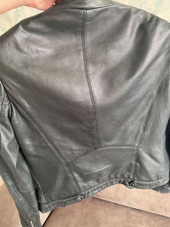 Женская куртка Massimo dutti