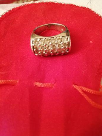 Масивен сребърен пръстен с цирконий