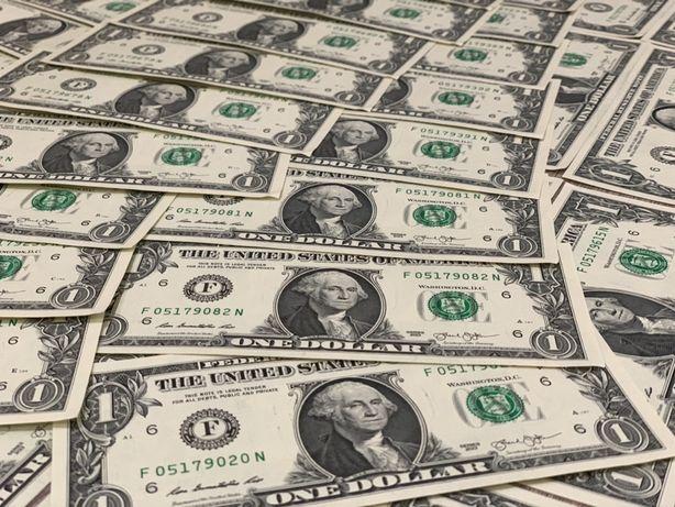 Однодолларовые купюры