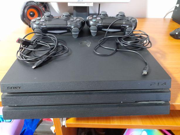 PS4  PRO, HDD 1 Tera.