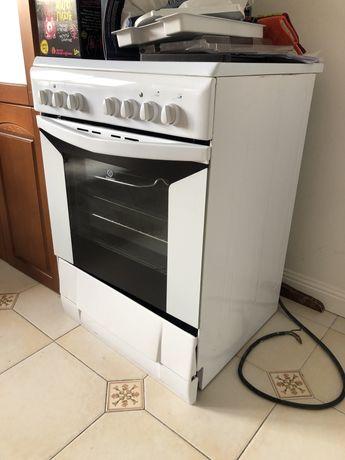 Продам электрическая плита Indesit