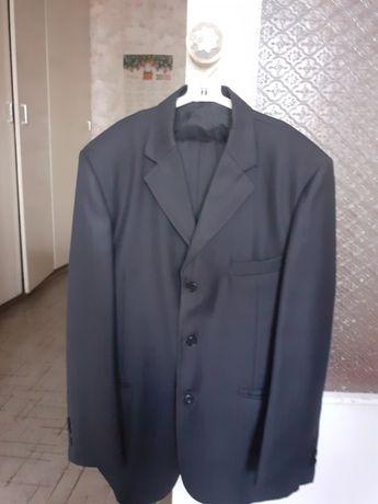 Продам школьный костюм.