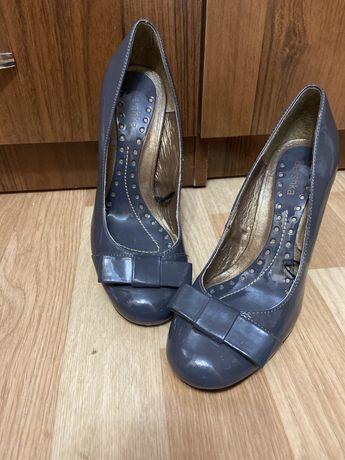 Продам туфли от BERSHKA
