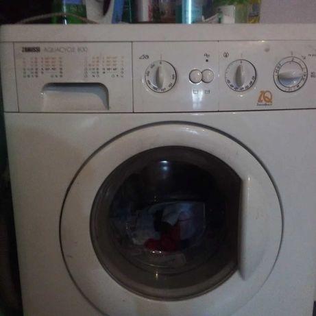 Срочно стиральная машина  zanussi 800