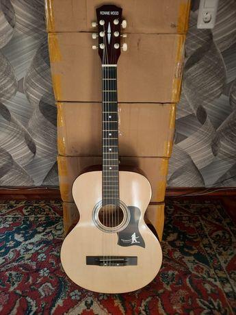Новая гитара. струны нейлоновые по 25000тг - 35000тг. Район Бурова.