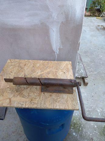 Vând mașină manuală de confecționat gard din sârmă