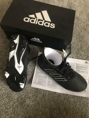 Adidasi Adidas pentru fotbal