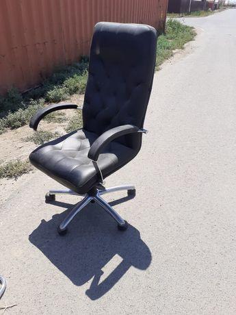 Кресло офисная почти как новая