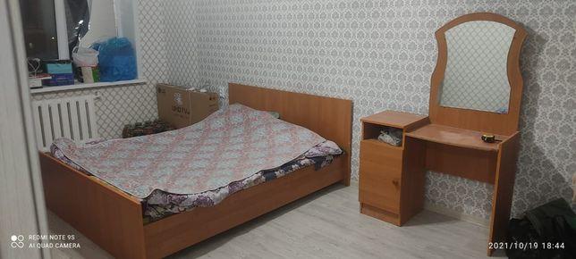 Продам кровать с тумбой за 15.000