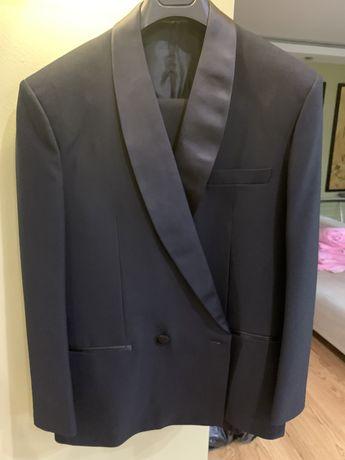 Мужские брючные костюмы, галстуки