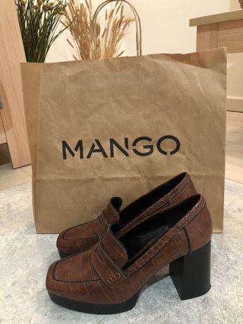 Туфли лоферы на каблуке Mango