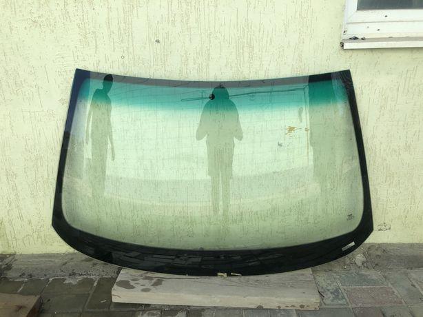 Лобовое стекло от ауди