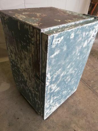 Метален шкаф, винтдж