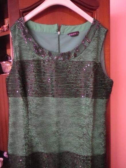 ефектна рокля в зелено с черно
