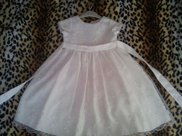 Продам нарядное белое платье.