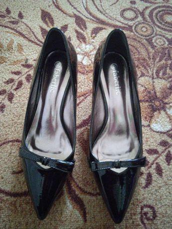 Продам туфли лакированные