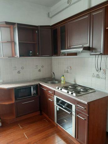 Продам кухонный гарнитур со встроенной бытовой техникой.