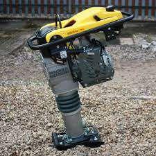 Inchiriez mai compactor , betoniera ,elicopter beton picamer generator