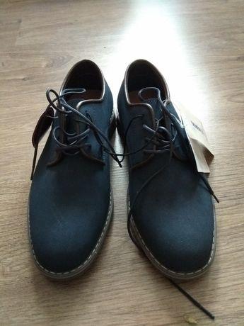 Продавам мъжки обувки.