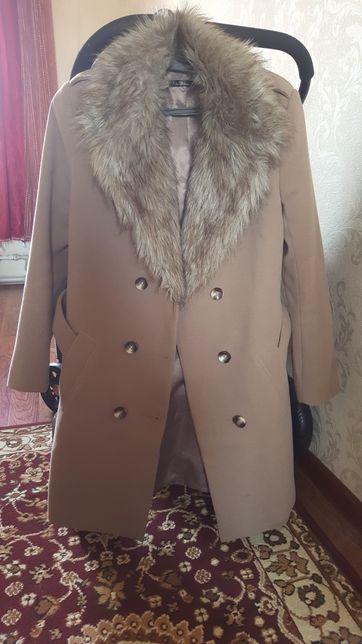 Пальто димесезонное от Кира Пластинина! Состояние отличное носила пару