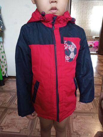 Продам детскую куртку (ветровку)