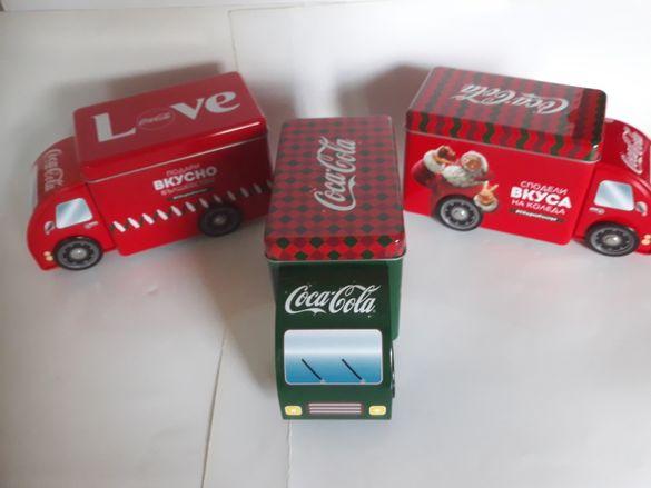 Продавам Коледни рекламни камиончета на Кока кола.