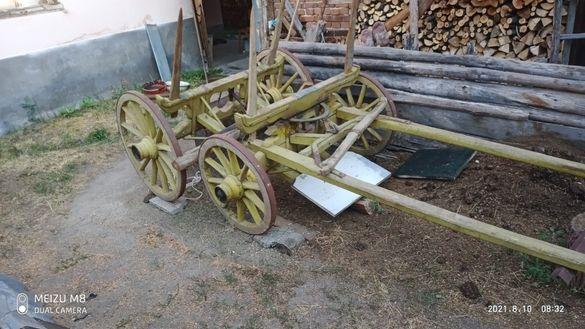Дървена каруца в перфектно състояние