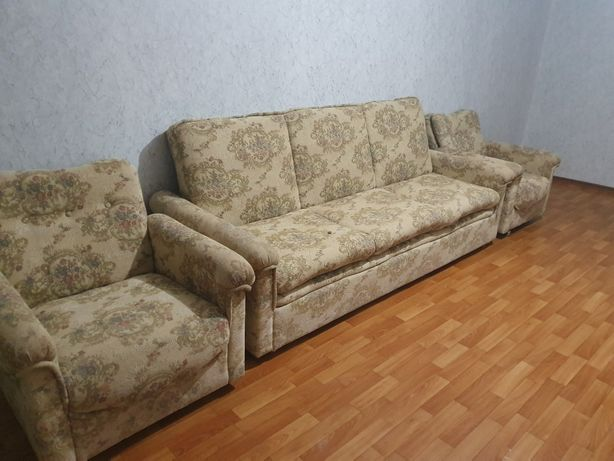 Продаётся б/у диван + 2 кресла