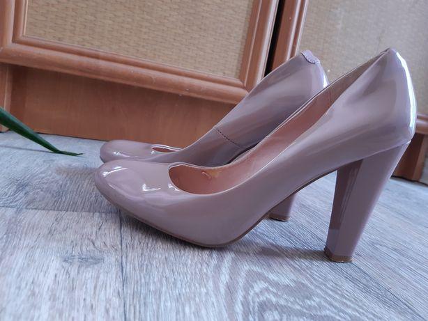Срочно продам замечательную туфли