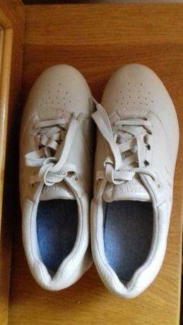 Pantofi noi tip Adidas căptușit cu șireturi crem deschis 65 lei