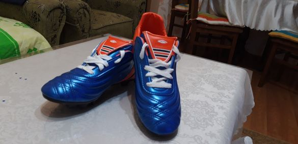 Продавам чисто нови футболни обувки 36/37/38