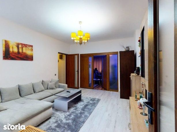 Apartament spatios la casa, 3 camere, Zona Centrala