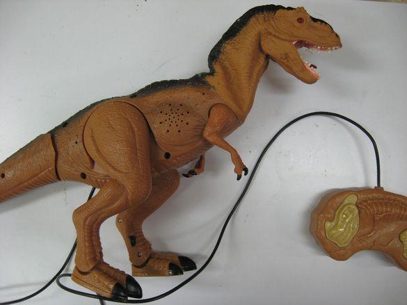 маркова играчка динозавър с дистанционно