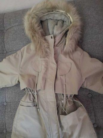 Осенне-зимняя куртка с капюшоном, новая